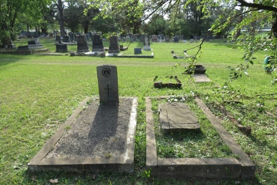 Commonwealth War Graves Estcourt Cemetery