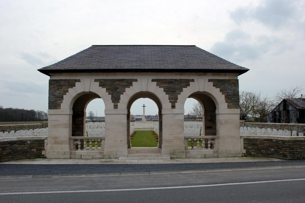 Oorlogsbegraafplaats van het Gemenebest Oosttaverne Wood