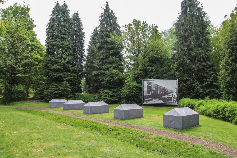 Monument Tekens in Westerbork Kamp Westerbork