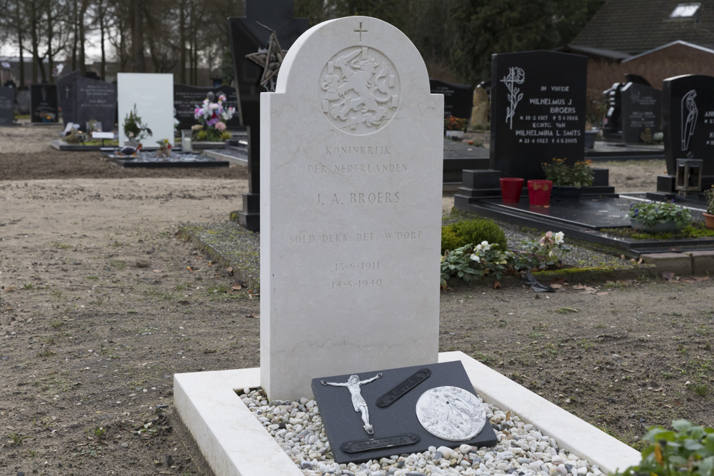 Nederlands Oorlogsgraf Rooms Katholieke Begraafplaats Berghem