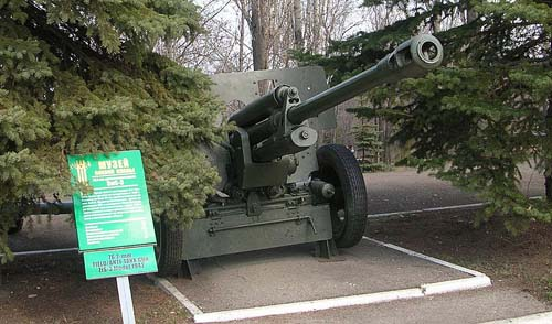 Victory Park Saratov - ZiS-3 76 mm Gun model 1942