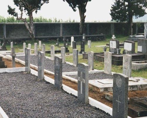 Commonwealth War Graves Phoenix Cemetery