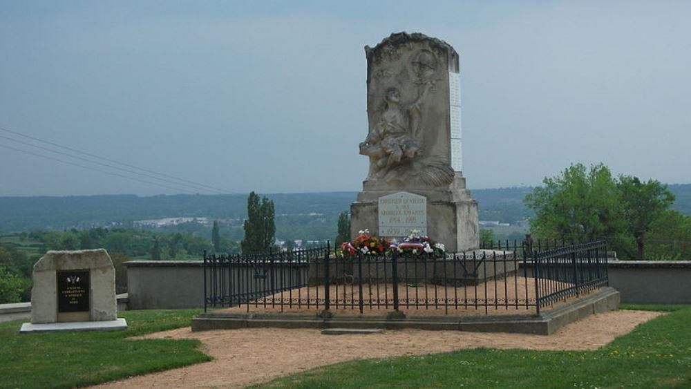 War Memorial Creuzier-le-Vieux