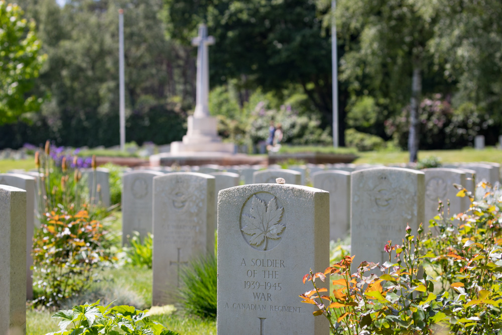 Commonwealth War Graves at the Canadian War Cemetery Holten