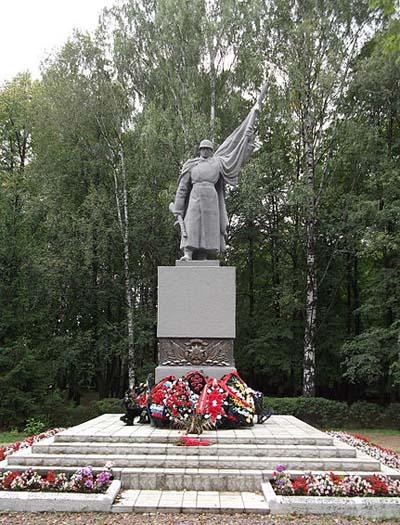 Sovjet Oorlogsbegraafplaats Velikije Loeki