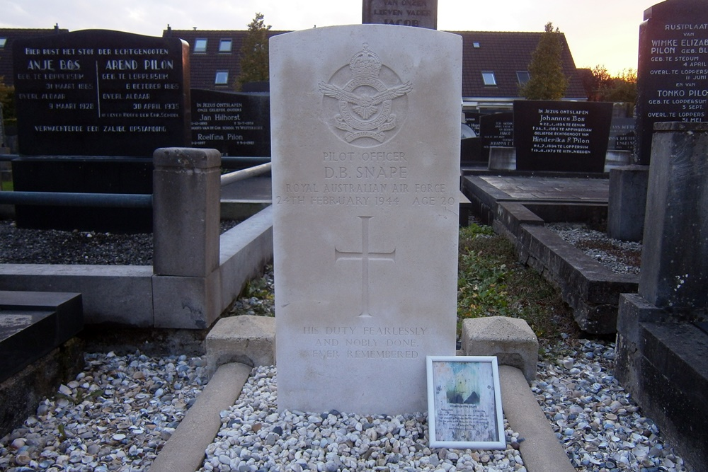 Commonwealth War Grave Municipal Cemetery Loppersum