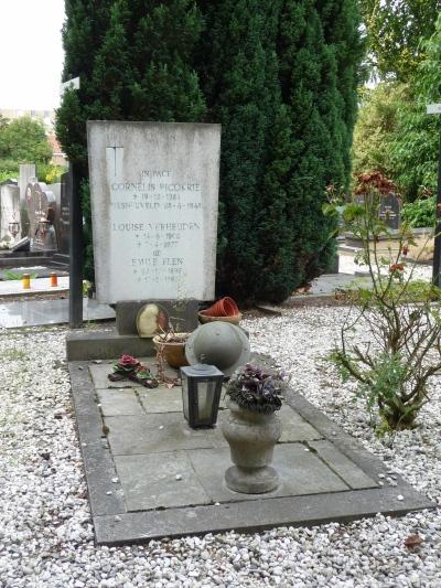 Nederlandse Oorlogsgraven Rooms Katholieke Begraafplaats Heuvel Tilburg