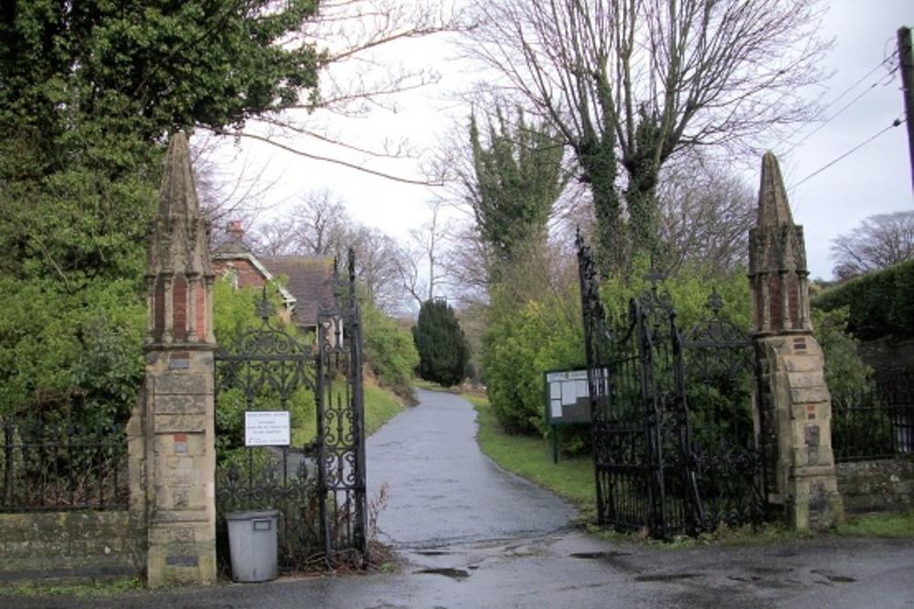 Commonwealth War Graves Charlton Cemetery