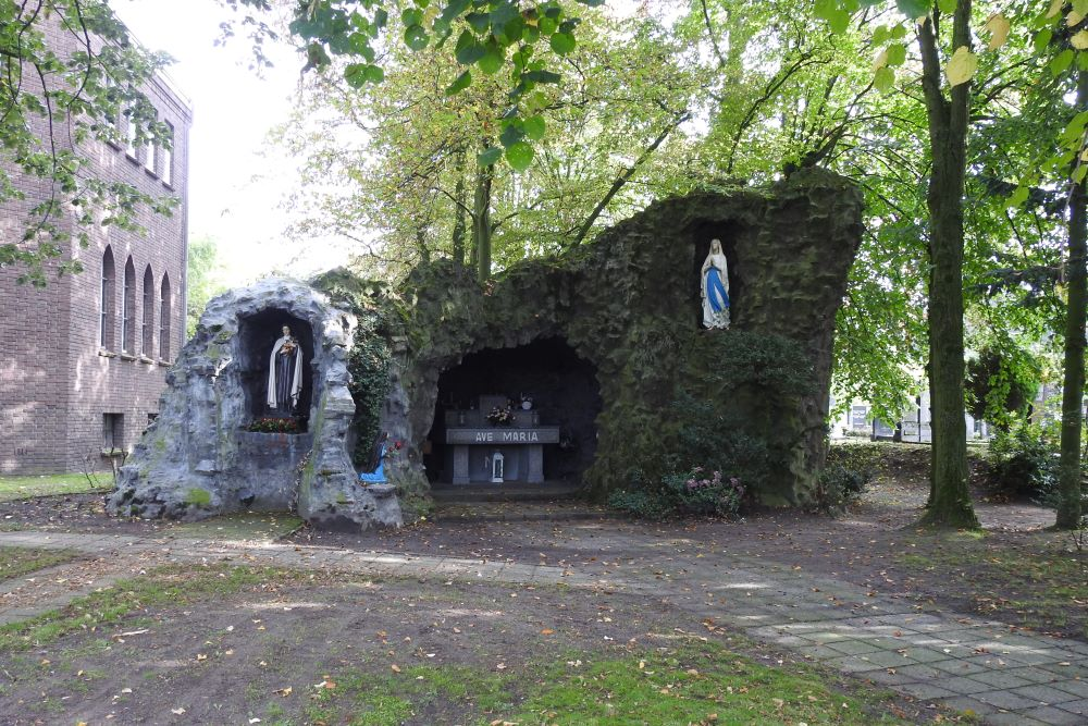 Lourdes Cave Waspik