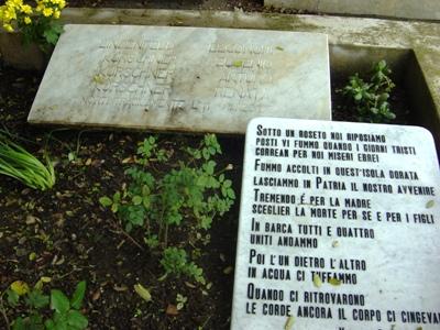 Grave Jewish Family