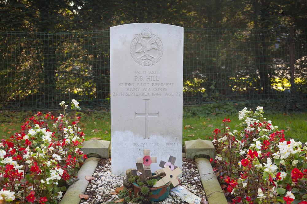 Oorlogsgraf van het Gemenebest Rooms Katholieke Begraafplaats Maurik