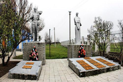 Massagraf Sovjetsoldaten & Oorlogsmonument Dobropillya