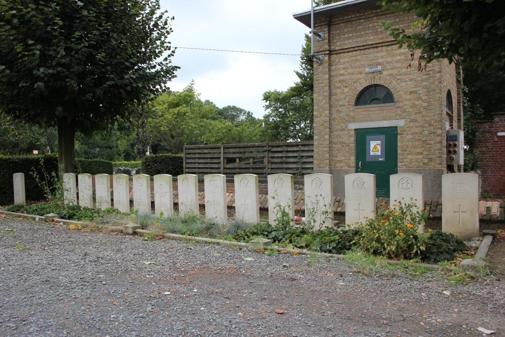Oorlogsgraven van het Gemenebest Boezinge Churchyard