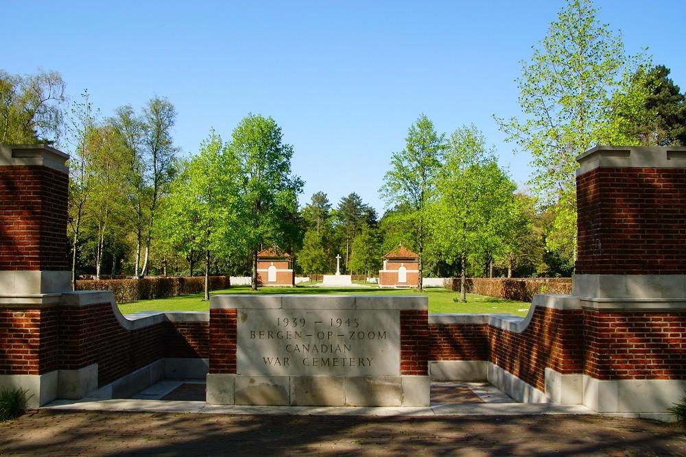 Nederlands Oorlogsgraf Canadian War Cemetery Bergen op Zoom