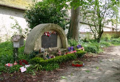 Canadees Monument Abbaye d'Ardenne