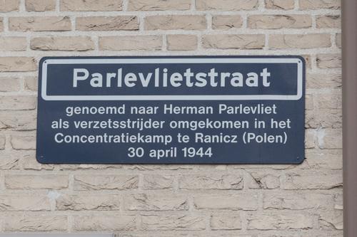 Straatnaambord ter herinnering aan Herman Parlevliet