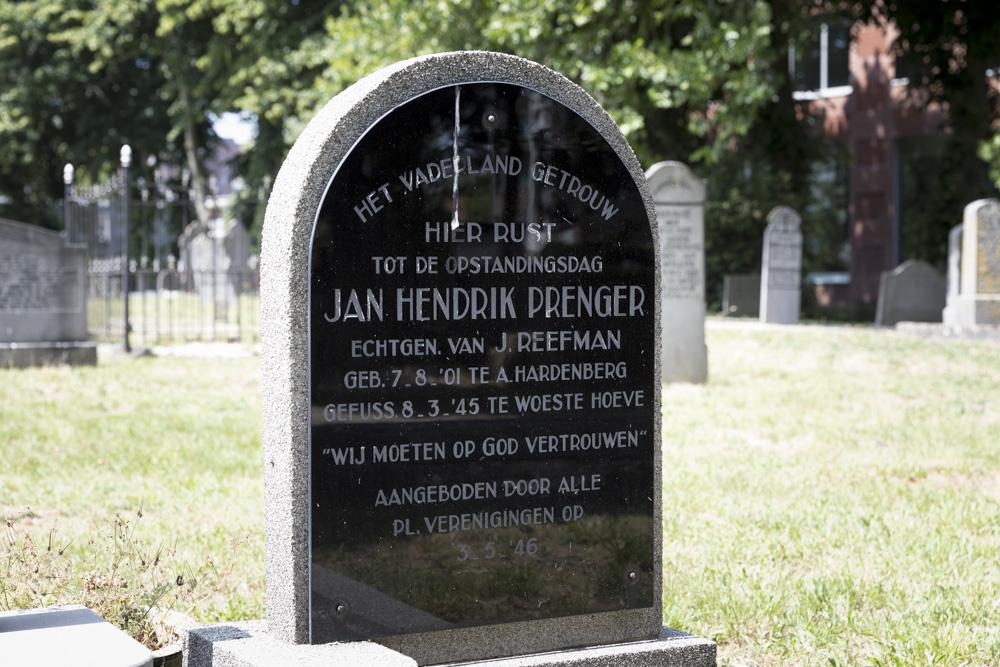 Graf Verzetsstrijder Oude Gemeentelijke Begraafplaats Hardenberg
