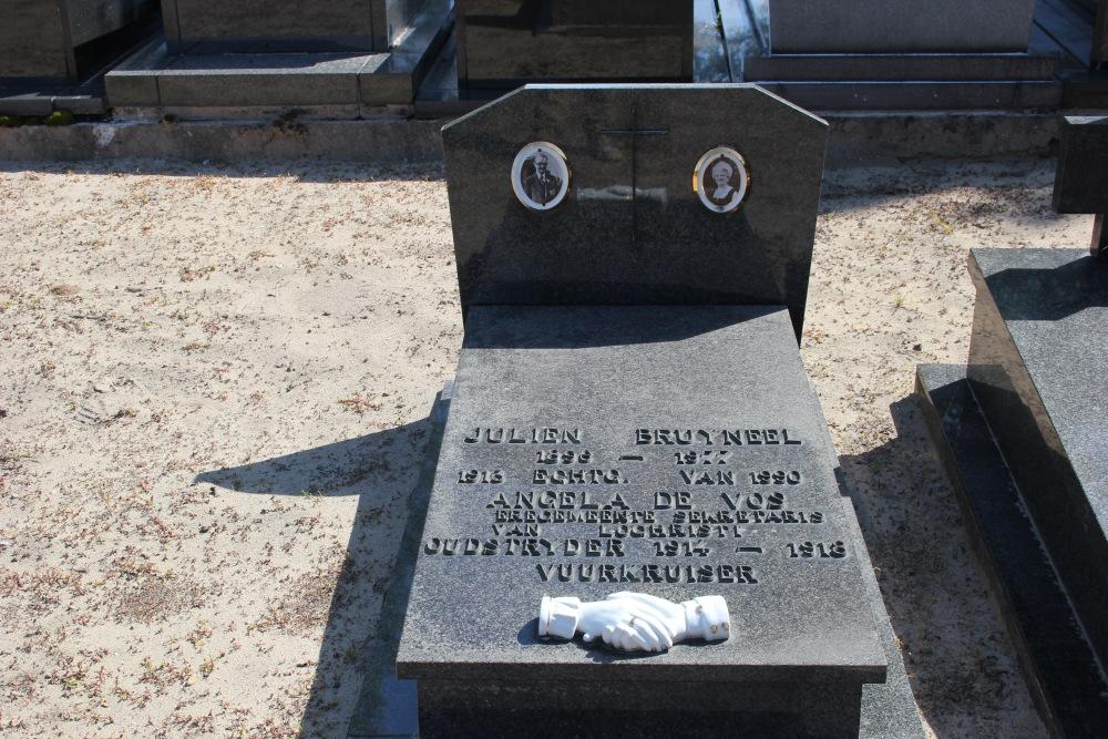 Graven Oudstrijders Nieuwe Begraafplaats Lochristi