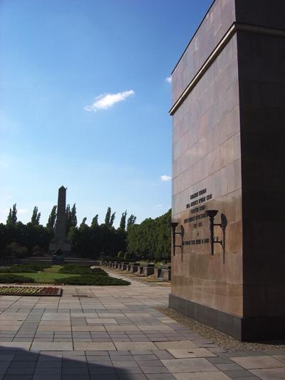 Sovjet Gedenkteken (Schönholzer Heide)