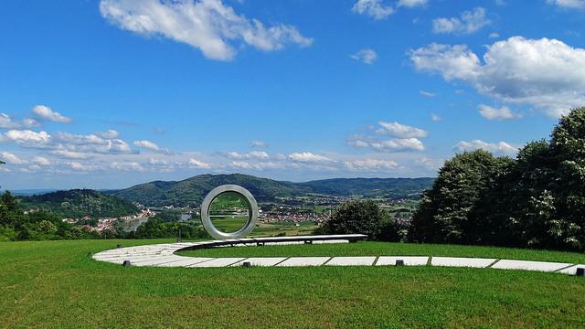 Monument Gordan Lederer