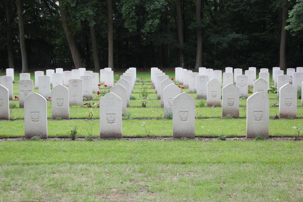 Poolse Oorlogsgraven Canadese Oorlogsbegraafplaats Adegem