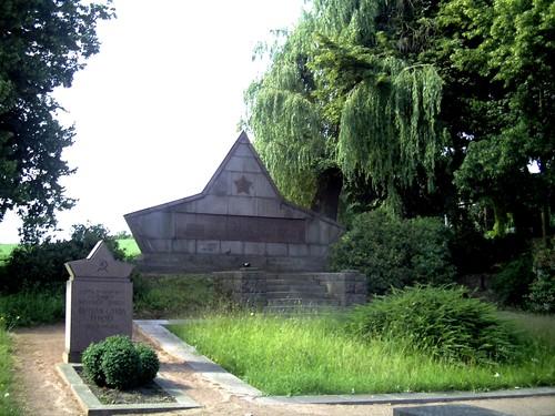 Sovjet Oorlogsbegraafplaats Lommatzsch