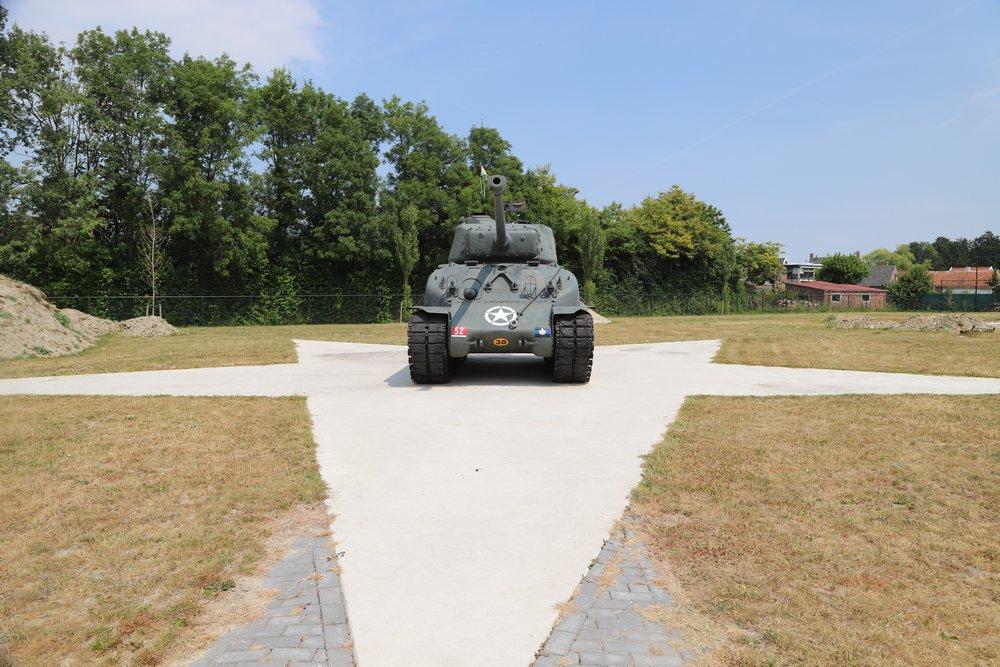 M4A1(76)W HVSS Sherman Tank Nieuwdorp