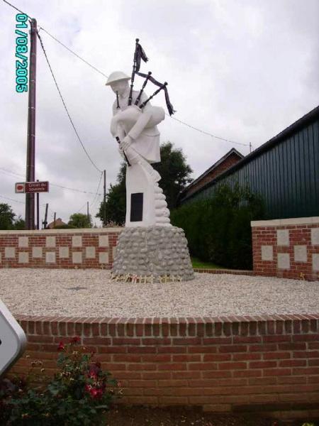 Pipers Memorial Longueval