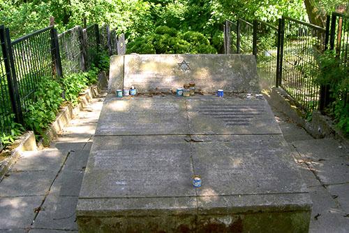 Execution Memorial 1942