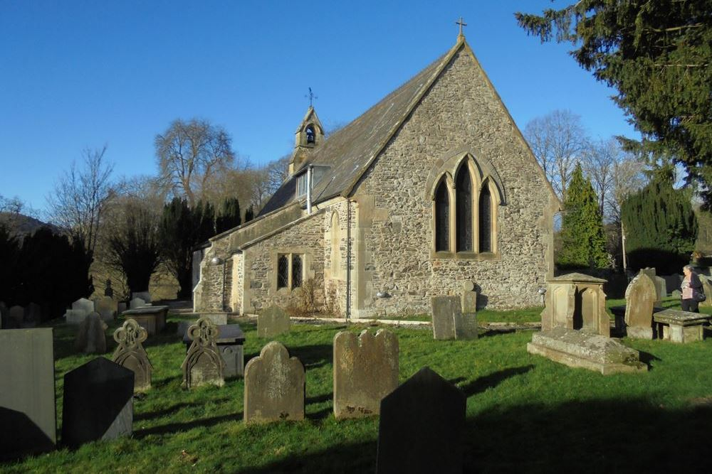 Commonwealth War Graves St. Cedwyn Churchyard