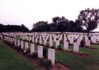 Commonwealth War Cemetery Saint-Manvieu