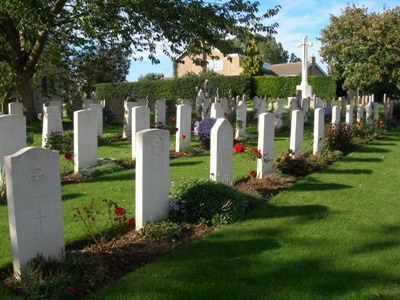 Commonwealth War Graves St Andrew Churchyard