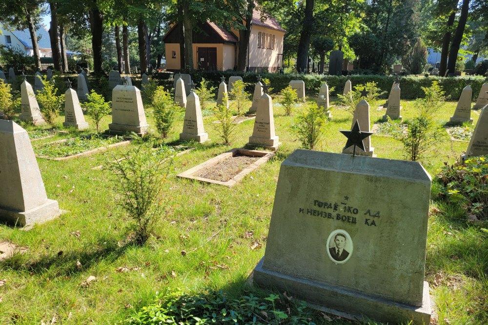 Sovjet Oorlogsbegraafplaats Ruhlsdorf