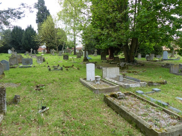 Commonwealth War Graves Flitwick Church Burial Ground