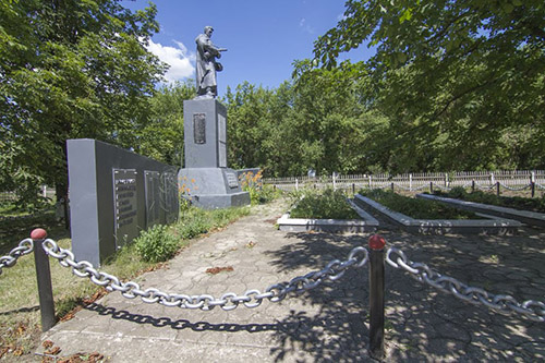 Mass Grave Soviet Soldiers & War Memorial Borshchivka