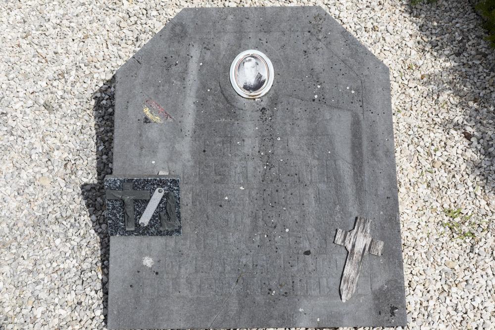Belgisch Oorlogsgraf Gemeentelijke Begraafplaats Montfort