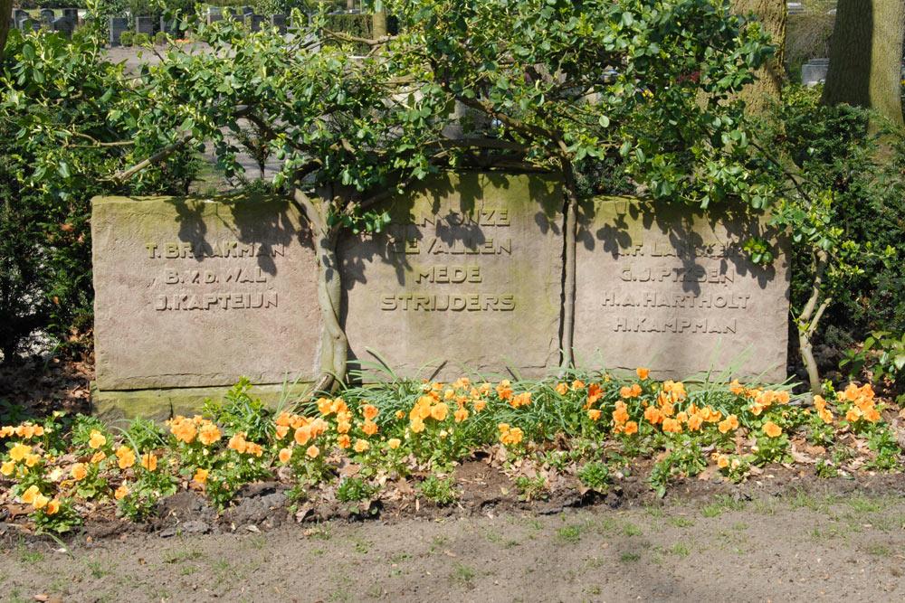 Nederlandse Oorlogsgraven Gemeentelijke Begraafplaats Hellendoorn