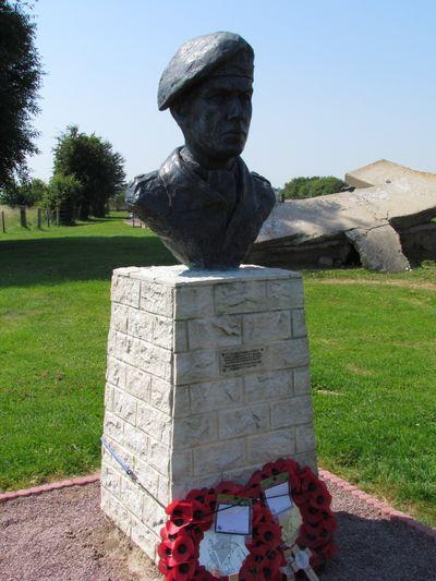 Monument Luitenant-kolonel Terence Otway
