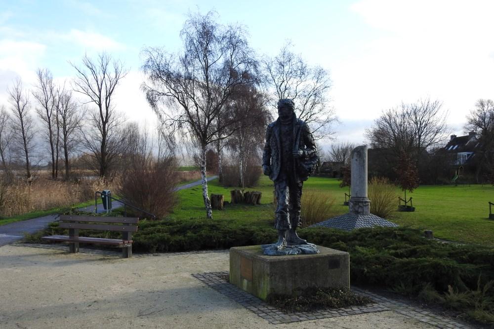 Blokhuis bij herdenking liniecrossers: 'Ze zijn onze helden'