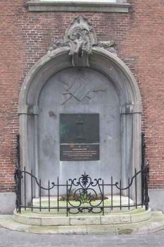 War Memorial Goes