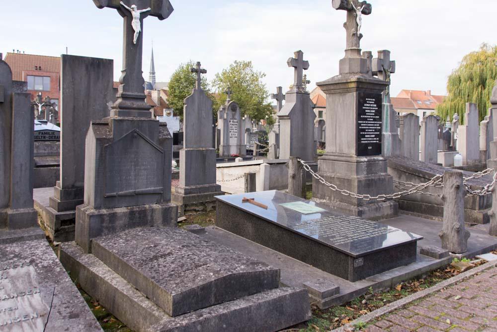 Churchyard Veurne Grave Karel Cogge