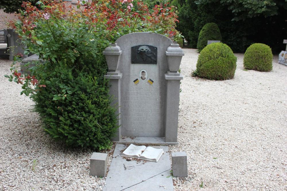 Graf Geëxecuteerde Verzetsstrijder Alken