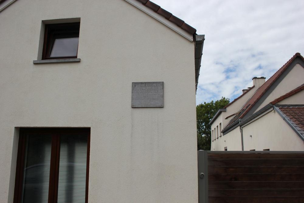 Gedenkplaat Omgekomen Verzetsstrijder Court-Saint-Etienne