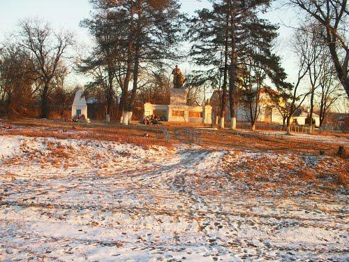 Mass Grave Soldiers & War Memorial