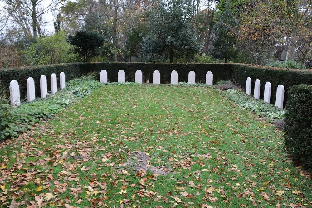 Dutch War Graves Municipal Cemetery Churchyard Huisduinen