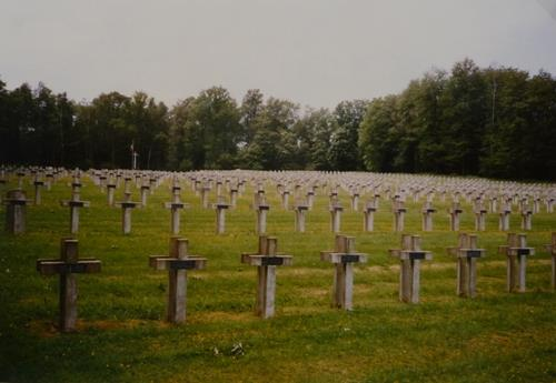 Franse Oorlogsbegraafplaats La Maize
