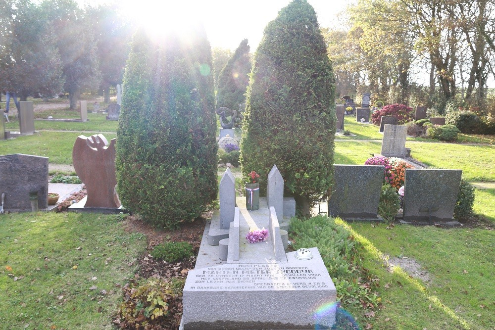 Dutch War Grave General Cemetery Hippolytushoef