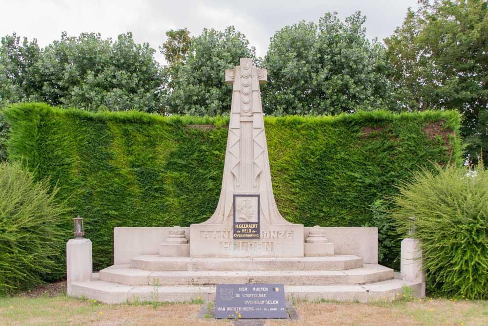 Remembrance Column Geeraert - War Dead and Veterans