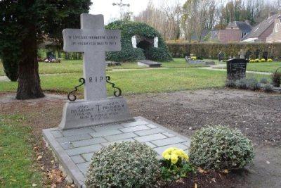 Commonwealth War Graves Roman Catholic Cemetery Vessem