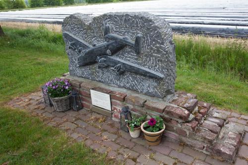 Monument Halifax HR799